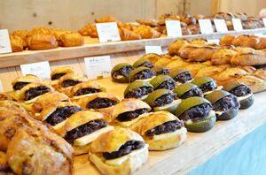 店頭に並ぶパンは約50種類。素材選びから妥協せず、時間と手間をかけている