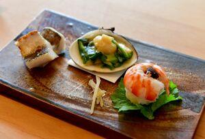 由起子さんの器に盛られた英二さんの茶懐石料理。素材の味と旬を大切にしている