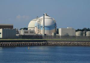 九州電力玄海原発3号機(手前)=佐賀県東松浦郡玄海町