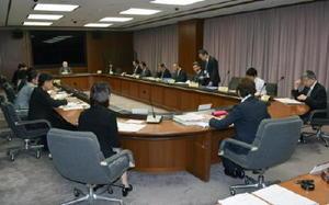 全国学力テストの結果などを踏まえ、対策を議論した県学力向上対策検証・改善委員会=県庁