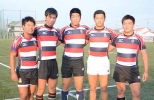 高校日本代表候補に選ばれた佐賀工高の5選手。(左から)松本純弥、山﨑海、山内開斗、小栁琢登、石川大貴=同校グラウンド