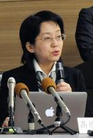 記者会見する理研の高橋政代プロジェクトリーダー=16日午後、神戸市