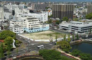 県庁前に更地となっているNHK佐賀の新放送会館建設予定地=佐賀市
