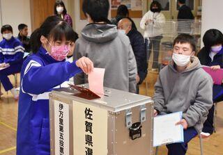 模擬投票で選挙実感 伊万里特別支援で佐賀新聞社の出前授業