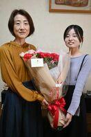 「大切な人」感謝の言葉 「母の日」紙面企画で花束