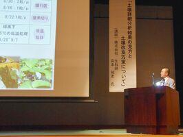 農業の課題解決の取り組みを発表する佐賀県農業青年クラブの会員=杵島郡白石町の福富ゆうあい館