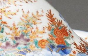 「草花」 夏から秋にかけての草花を繊細に描き、日本的な情緒を醸し出している