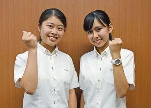 パレードを担当する(左から)早稲田佐賀高2年の宮島理沙子さん、松岡伊織さん