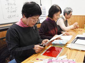 ホワイトボードはすべて手作業で制作した=佐賀市白山の佐賀商工ビル