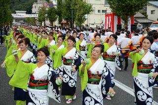 皿山まつり、にぎやかに 有田駅前で総踊り、パレード