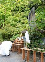 古賀峯一元帥慰霊碑前で恒久平和を誓った慰霊祭=有田町の陶山神社