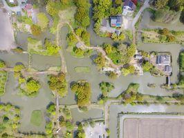 水路が入り組む横武クリーク公園=神埼町上空