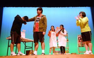 鳥栖商業高演劇部「Simulation」の一場面=佐賀市の東与賀文化ホール