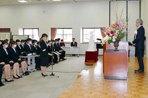 閉校式で代表の言葉を述べる在校生=佐賀市の県立総合看護学院