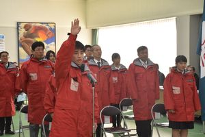 大会での健闘を誓うスキー競技の中森麟太朗選手(手前)=佐賀市の県スポーツ会館