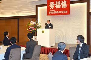 旗開きで、あいさつする青栁直理事長=佐賀市神野東のホテルマリターレ創世
