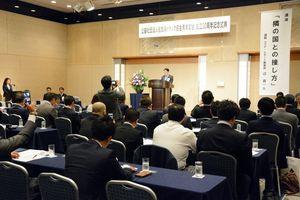 佐賀県トラック協会青年部会の創立30周年記念の式典=佐賀市のホテルニューオータニ佐賀
