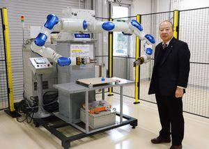 「九州ロボットシステムセンター」を開設した五誠機械産業の川島晃会長=佐賀市