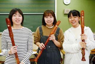 佐賀女子短大が演奏会 木製リコーダーで合奏