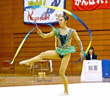 九州ブロック国体・新体操少年女子 河野杏(佐賀女子)のリボンの演技=佐賀市のSAGAサンライズパーク総合体育館