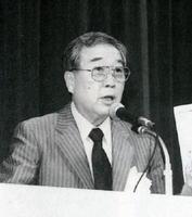 講演会で撮影時の思い出などを語る今村昌平監督=1988年11月、唐津市