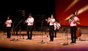 クラシックジャズの軽やかな演奏を披露した早稲田大学の「ニューオルリンズジャズクラブ」=佐賀市文化会館