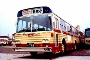 年内に登場する復刻版バスのイメージ。写真は1970年ごろ(佐賀市交通局提供)