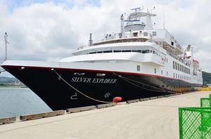 唐津に初寄港したクルーズ船「シルバー・エクスプローラー」=唐津港東港岸壁
