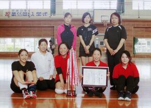高木瀬体育協会競技大会・女子ソフトバレーボール優勝の東高木2Aチーム