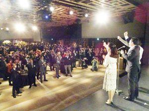 約500人が参加した佐賀さいこう応援団の交流会=30日夜、東京・白金台の「八芳園」