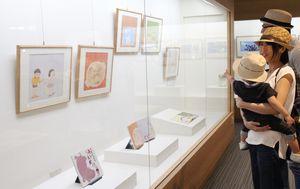 基山町立図書館で開かれている絵本作家わかやまけん氏の絵本原画展