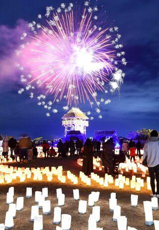 花火と紙灯籠の光の競演 「吉野ケ里 光の響」土日限定で12月22日まで