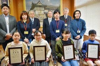 小6の新聞学習「チャレンジ3days」 最優秀3人ら表彰