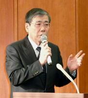 記者会見する三菱重工業の宮永俊一社長=18日午後、東京都港区
