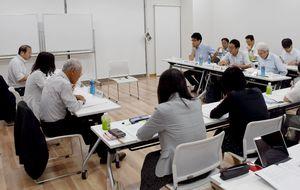 東名遺跡の保存と活用策を協議した委員会=佐賀市のバルーンミュージアム