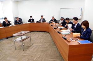 旧富士小体育館改修問題の最終報告書の取りまとめに着手した佐賀市議会総務委員会=佐賀市議会