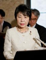 閣議後に記者会見する上川法相=25日午前、国会