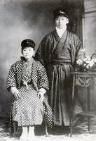 中学時代の池坊専威師(左)と神原玄祐師(写真提供=大興善寺)