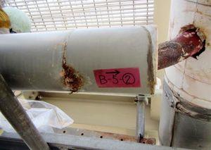 黒くさび、直径約1センチの穴が空いているのが確認された空気抜き管(九州電力提供)