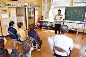 参加者にしっかり食べる大切さを訴える三谷さん=佐賀市の本庄団地公民館
