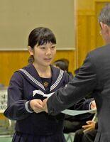 中学生の部で大賞を受賞した脊振中3年の原光さん=神埼市の同校(同校提供)