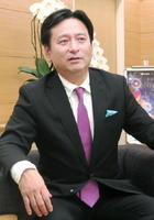 インタビューに応じる佐賀県の山口祥義知事