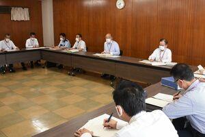 鳥栖市内3例目となる感染者確認を受けて開かれた、新型コロナウイルス感染症対策本部会議=鳥栖市役所