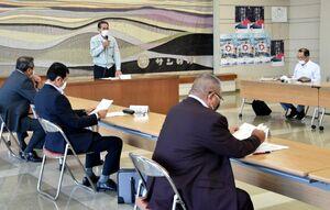 アゲマキの今季の禁漁などを決めた佐賀県有明海区漁業調整委員会の会合=佐賀市、県有明海漁協本所
