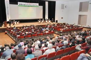 地元パネリストが意見発表し、神埼市の将来像について考えたシンポジウム=神埼市中央公民館