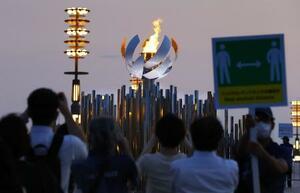 臨海部に設置された「第2の聖火台」=28日、東京都江東区