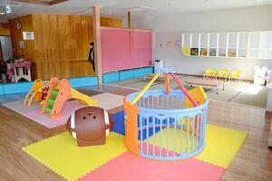 キッズルームなどを備えた多世代交流センター「ゆいたん」=有田町大木宿