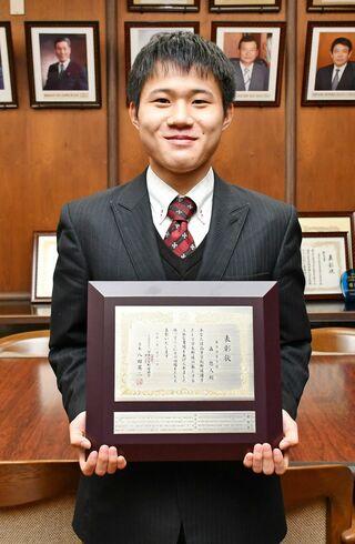 森さん(龍谷高3年)を表彰 日本学生野球協、SSP杯で活躍