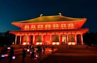 興福寺・中金堂、古都の夜染める