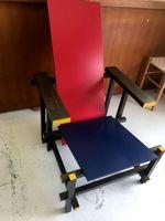 ヘリット・トーマス・リートフェルト作「赤と青の椅子」(提供)